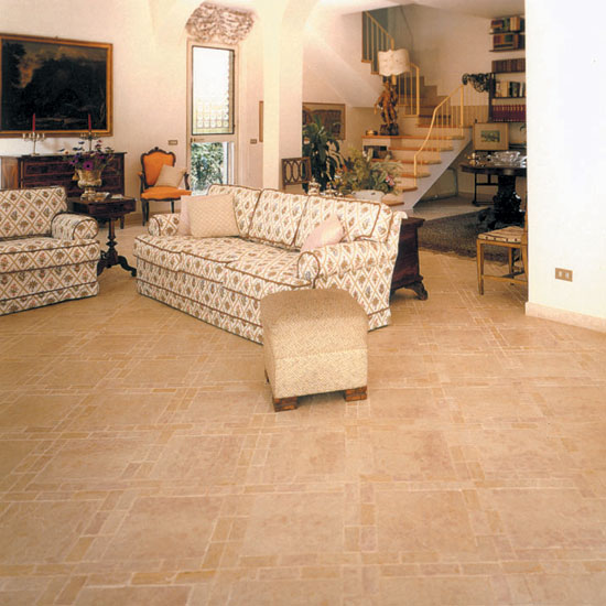 Perfetta comunione di pavimento in Nembro Rosato 30.5 x 30.5 e arredamento da cui risalta tutta l'eleganza e la raffinatezza di un ambiente ricercato.