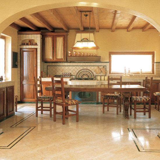 Rivestimento cucina in Giallo Orientale 10 x 10 e Verde Alpi 10 x 2.5