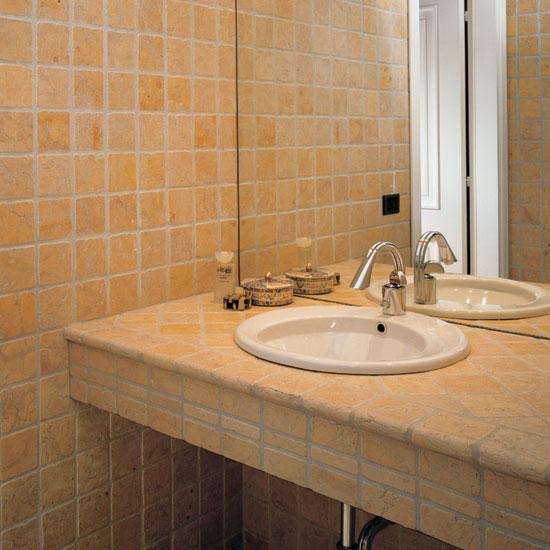 Stanza da bagno in Giallo Reale 10 x 10