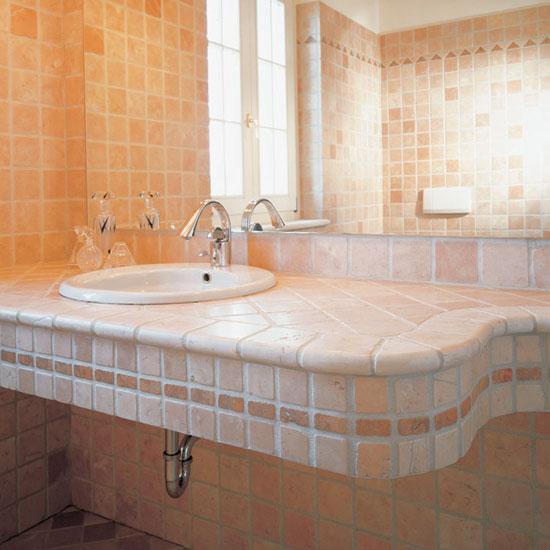 Stanza da bagno in Rosa Antico 10 x 10 e listelli in Rosso Asiago.